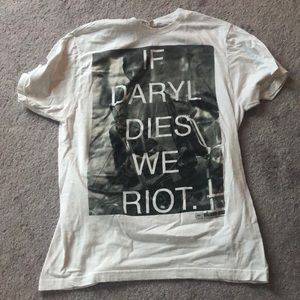 """The Walking Dead """"If Daryl Dies We Riot"""" T-Shirt"""